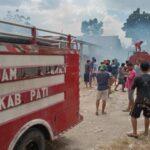 Kebakaran Lalap Empat Gudang Kapuk di Gabus